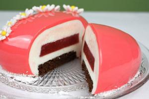 Муссовый торт с шоколадным бисквитом и зеркальной глазурью