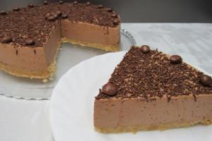 Шоколадный муссовый торт без выпечки