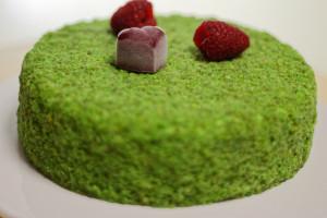 Готовим  муссовый торт с фисташками и ягодами