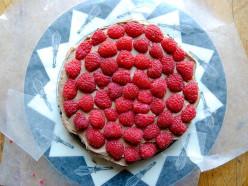 Шоколадный пирог с ягодами в духовке