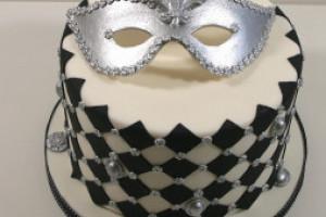 """Торт из мастики """"Карнавальная маска"""" - мастер-класс по украшению торта"""