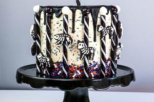 """Как украсить торт на Хэллоуин """"Скелеты животных"""""""