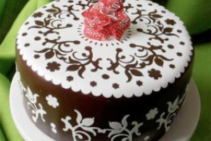 Украшение торта с помощью силиконовых ковриков для айсинга