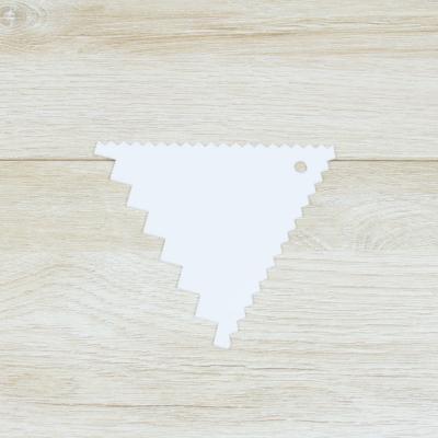 Шпатель кондитерский треугольник № 4