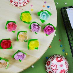 Набор для украшения торта вафельные розы на трилистнике 10 шт