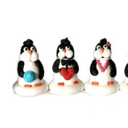 Фигурка сахарная Пингвин в бусах