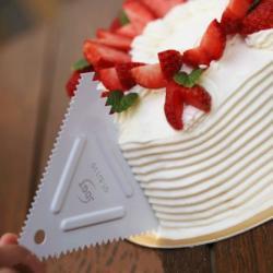Шпатель кондитерский треугольник с зубчиками